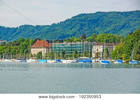 View from square Burkliplatz / Burkliterrasse towards western bank of Lake Zurich Mythenquai / Enge