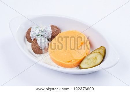 meatballs with mashed potato