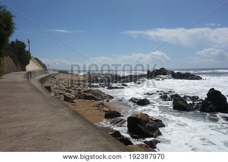 Porto coast image of walk and ocean waves