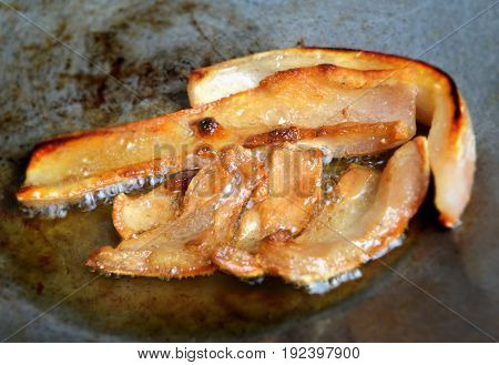 Hot Fried Pork Skin In Iron Plate