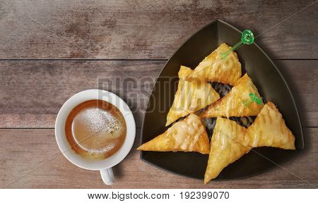 Roti crispy with sweetened condensed milk With hot black coffee.