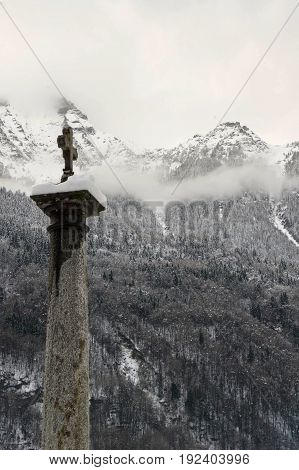 cross over a coloumn in baceno during winter