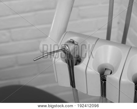 BLACK AND WHITE PHOTO OF DENTAL INSTRUMENT: COMPRESSED AIR/IRRIGATION WATER NOZZLE