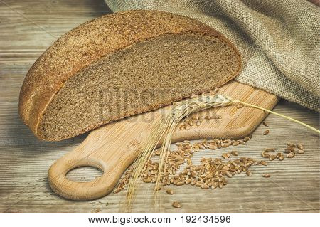 the bread and ears on the table