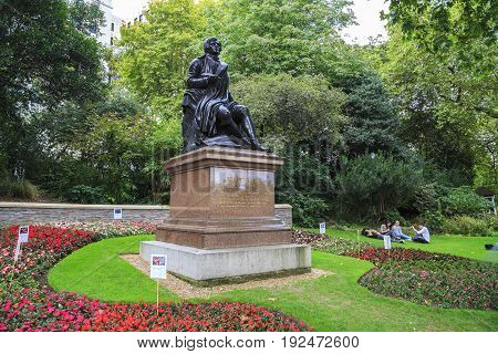 LONDON, GREAT BRITAIN - SEPTEMBER 7, 2014: This is the monument of Robert Burns in Victoria Embankment Gardens.
