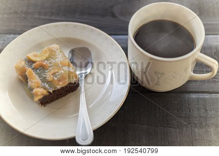 Hot coffee with cashews nut toffee cake