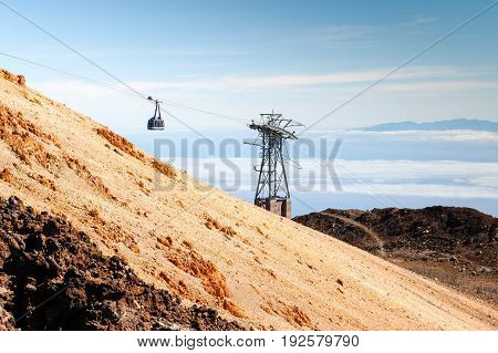 The cable car is getting on the top of the teide volcan