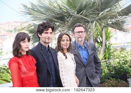 Berenice Bejo, Louis Garrel, Stacy Martin, Michel Hazanavicius attend the 'Redoutable (Le Redoutable)' photocall during the 70th Cannes Film Festival at Palais on May 21, 2017 in Cannes, France.