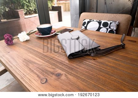 the fashion tote bag with hot mocha coffee on the wooden table