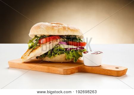 Sandwich with chicken fillet and vegetables