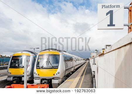 OXFORD UNITED KINGDOM - MAR 5 2017: Two British fast yellow trains waiting at the platform waiting for the passengers at the Oxford train station