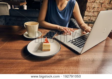 Morning, breakfast, cafe, businesswoman, laptop, work at the computer.
