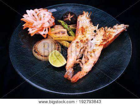 Japanese food style teppan yaki shrimp set.
