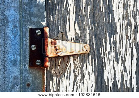 An close up image of an old rusty door hinge.