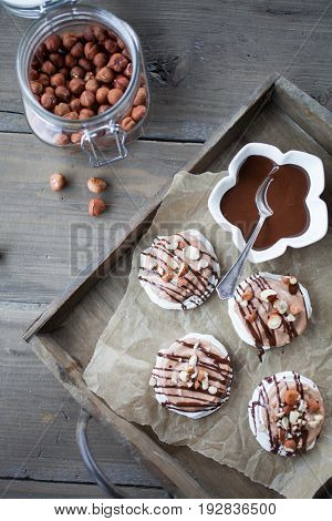 Mini pavlova with hazelnut cream and chocolate