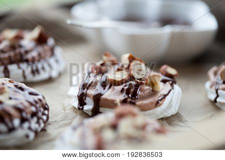 Mini pavlova with hazelnut cream and chocolate