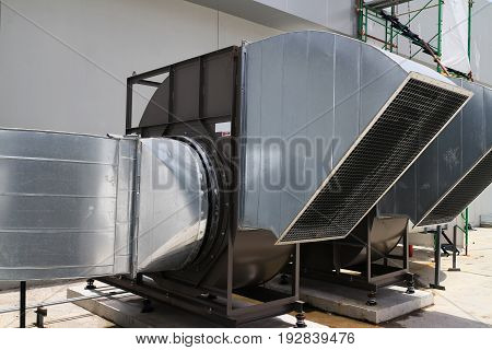 Centrifugal Air Blower Industrial Type with Metal Sheet Hood and Screen Protection