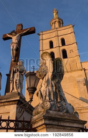 Statues in front of the Pope`s Palace, Avignon