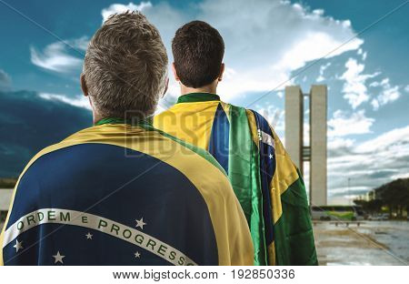 Brazilian couple holding the flag of Brazil in Brasilia