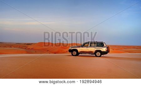 over-road car at the top of the Sahara dune - 09-11-2012 Chinguetti Mauritania