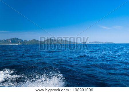 Horizon Rocks Serenity Shore