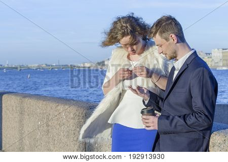 Man and woman looking at coins (Saint Petersburg, Russia)
