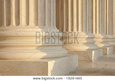 US Supreme Court Architektur Detail. Kritische Konzentration auf Runge.
