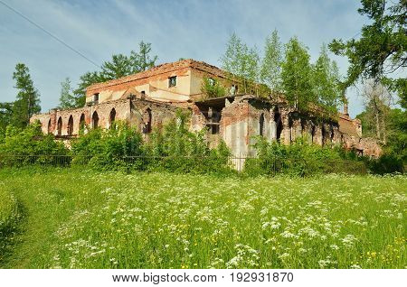 The ruins of the old building.It is destroyed over time and cannot be repaired.