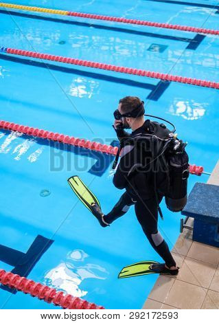 Scuba diver man training in a swimming pool