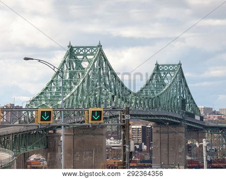 Longueuil, Canada - November 8, 2018:pont Jacques Cartier Bridge Taken In The Direction Of Montreal,