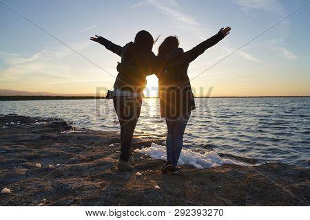 San Jose, Ca - March 29, 2019. Friends Enjoying A Beautiful Sunset At Alviso County Marina And Park