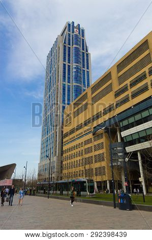 Rotterdam, The Netherlands - April 7 2018: Modern Architecure Of City Centre Of Rotterdam With Peopl