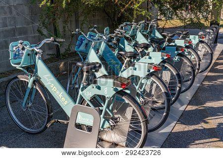 Charleston, Sc - November 3, 2018: Holy Spokes Bike Share Station In Downtown Charleston, South Caro