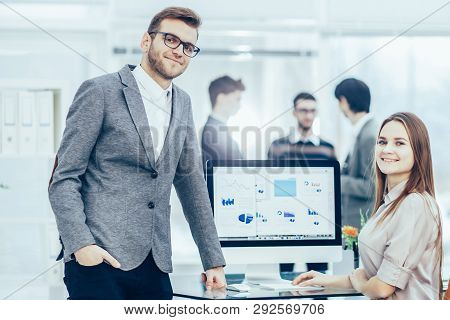 Consultant In Financial Investments And Manager Of The Company In The Workplace In A Modern Office