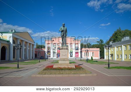Ryazan, Russia - August 17, 2018: Monument To Academician I. P. Pavlov At The Building Of The Region