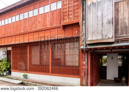 Kanazawa, Japan, 09/11/19. Traditional Japanese Old Wooden Red House In Higashi Chaya Geisha Distric