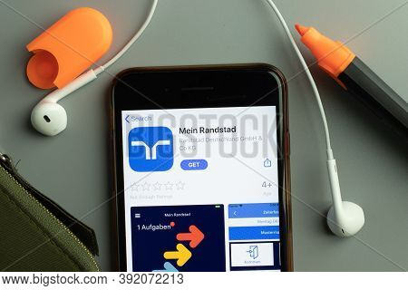 New York, Usa - 26 October 2020: Mein Randstad Mobile App Icon Logo On Phone Screen Close-up, Illust