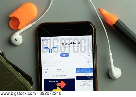 New York, Usa - 26 October 2020: Randstad Portal Mobile App Icon Logo On Phone Screen Close-up, Illu