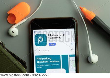 New York, Usa - 26 October 2020: Elparking Mobile App Icon Logo On Phone Screen Close-up, Illustrati