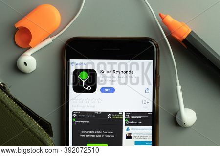 New York, Usa - 26 October 2020: Salud Responde Mobile App Icon Logo On Phone Screen Close-up, Illus