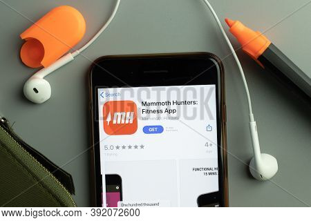 New York, Usa - 26 October 2020: Mammoth Hunters Fitness Mobile App Icon Logo On Phone Screen Close-