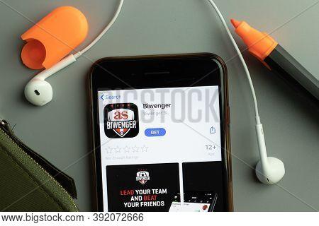 New York, Usa - 26 October 2020: Biwenger Mobile App Icon Logo On Phone Screen Close-up, Illustrativ