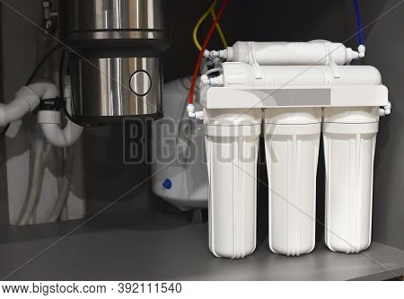 House Water Filtration System. Osmosis Deionization System. Installation Of Water Purification Filte