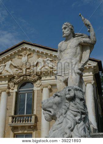 sculptures at villa di maser