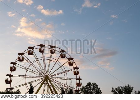 Ferris Wheel Carousel On A Background Of The Sky. Silhouette Of A Carousel Ferris Wheel.