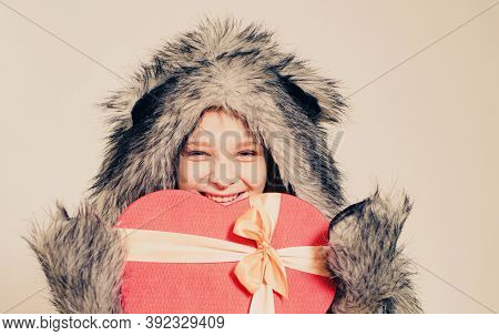 Happy Valentines Day. Small Girl Wear Winter Hat Scarf. Winter Fashion Trends For Kids. Valentines D