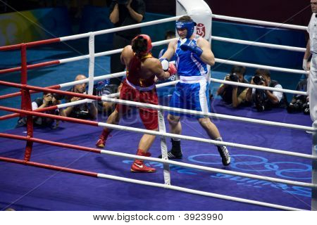 Olympic Boxer Knock Out Opponet