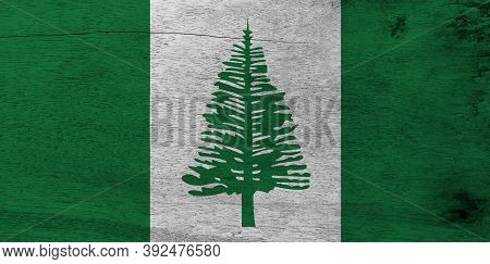 Flag Of Norfolk Island On Wooden Plate Background. Grunge Norfolk Flag Texture, Norfolk Island Pine