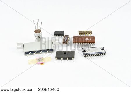 Radio Components, Vintage, Amplifier Chips, Switching Control Repair Replacement