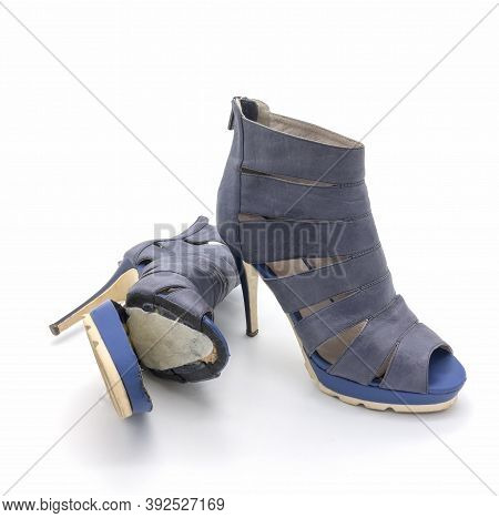 Summer Women's Shoes Are Broken: The Sole Has Come Off. Natural Blue Leather, High Thin Heel. Isolat
